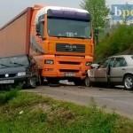 Kod tunela Čaklovići: Prilikom sudaru kamiona i dva automobila povrijeđene tri osobe iz Kalesije (foto)