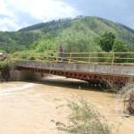 Spreča odnijela alternativni most koji vodi prema Gojčinu (FOTO)