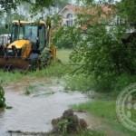Prekinuta putna komunikacija Kalesija-Živinice, pedeset kuća pod vodom