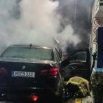 (FOTO/VIDEO) IZBJEGNUTA TRAGEDIJA U KALESIJI: BMW se zapalio na benzinskoj pumpi