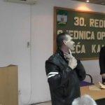 (VIDEO) DRAMATIČNO:Demobilisani borac Salih Zulfić upao na sjednicu Općinskog vijeća sa nožem prijeteći da će se ubiti!
