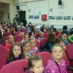 Djeca iz Kamenice na predstavi u Kalesiji