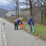 Radnici Komunalca čiste trotoare u centru Kalesije