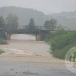 I dalje prekinuta putna komunikacija prema Gojčinu, voda se izlila u Živinicama, Lukavcu, Gračanici