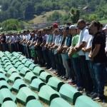 Tuga i bol u Potočarima: Klanjana dženaza za 127 žrtava genocida