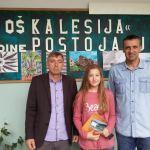 """Hasan Ramić uručio nagradu Emi Smajlović, učenici generacije OŠ """"Kalesija"""""""