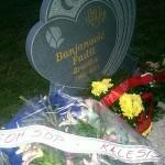 Bracika nije zaboravljen u Kalesiji: Mladi SDP-a proučili fatihu i položili cvijeće na mezaru Fadila Banjanovića-Bracike