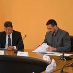 Zatvaranje kolektivnih centara: Ministar Edin Ramić potpisao sporazum sa predstavnicima 9 općina, zbrinjavanja za 813 lica