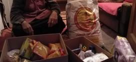 """JU Centar za socijalni rad Kalesija i H.O. """"Help others"""" uručili prehrambene pakete porodicama u stanju socijalne potrebe"""
